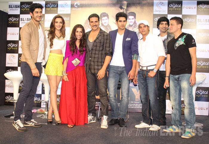 Bollywood Khiladi Akshay Kumar launched the first look of his upcoming production 'Fugly' along with film's lead actors and debutants Mohit Marwah, boxer Vijender Singh, Kiara Advani and Arif Lamba. (Photo: Varinder Chawla)