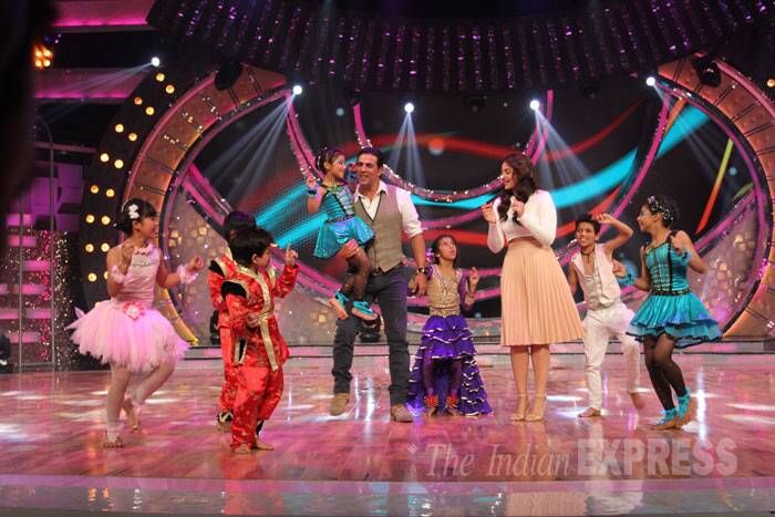 Akshay and Sonakshi have some fun on stage along with the children. (Photo: Varinder Chawla)