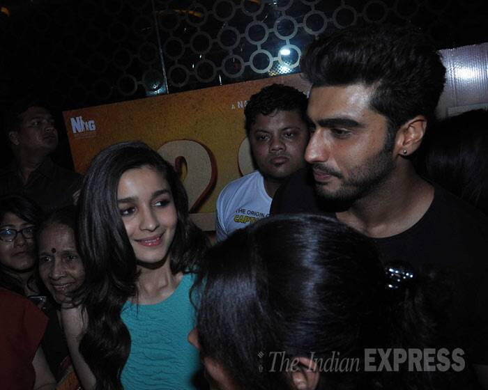 Alia Bhatt and Arjun smile as they meet fans. (Photo: Varinder Chawla)