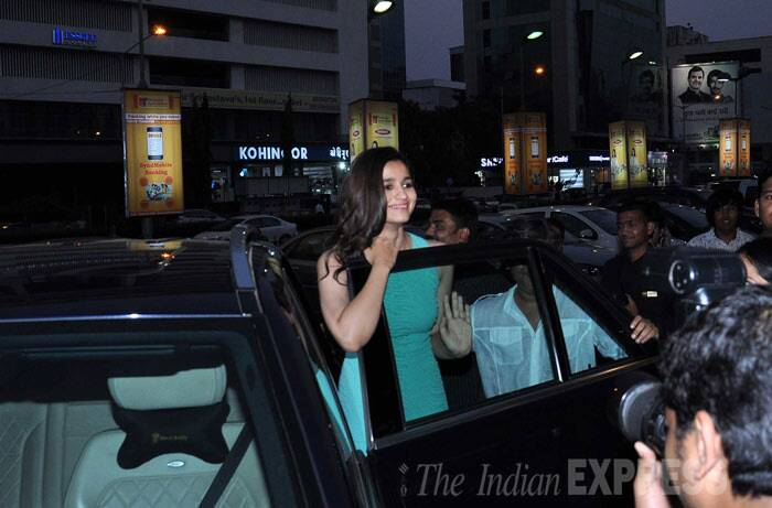 Alia gets out of her car to greet fans.<br /><br /> Thank you all for all the love !!!!!! Soo overwhelmed with the response to #2states !!! We do this for you and just you .. Thank you #1love, tweeted Alia.  (Photo: Varinder Chawla)
