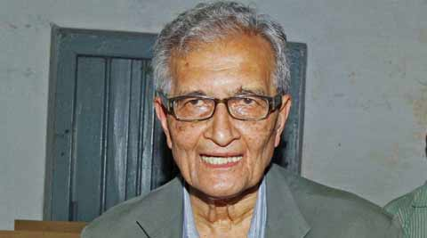 Nobel laureate Amartya Sen shows his inked finger after casting his vote in Santiniketan, West Bengal. (Photo: PTI)