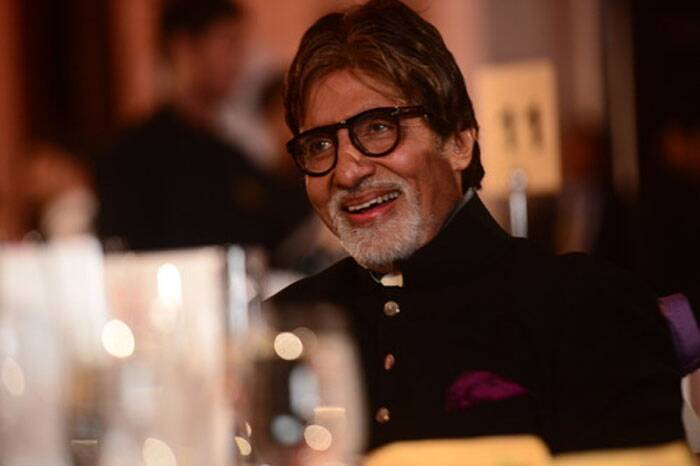 Big B smiles for the photogs at the venue. (Photo: Amitabh Bachchan Blog)