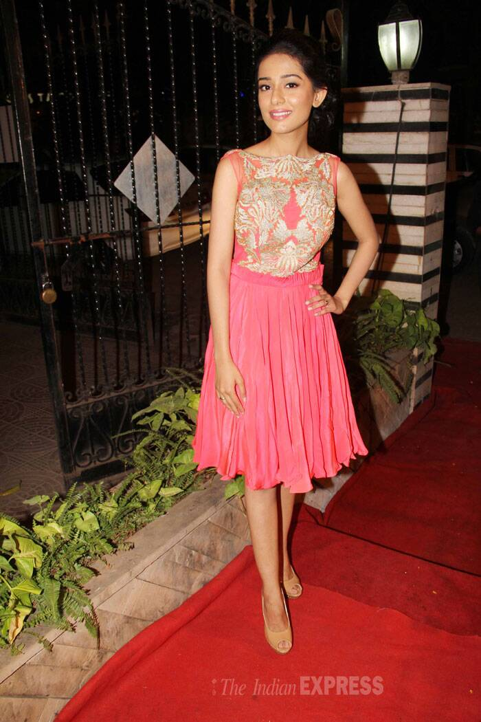 'Vivaah' actress Amrita Rao looked pretty in the designer's pink outfit. (Photo: Varinder Chawla)