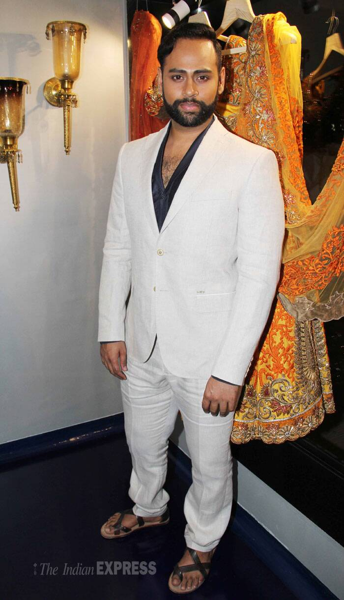 'Bigg Boss 7' contestant VJ Andy looked smart in white semi formal outfit. (Photo: Varinder Chawla)