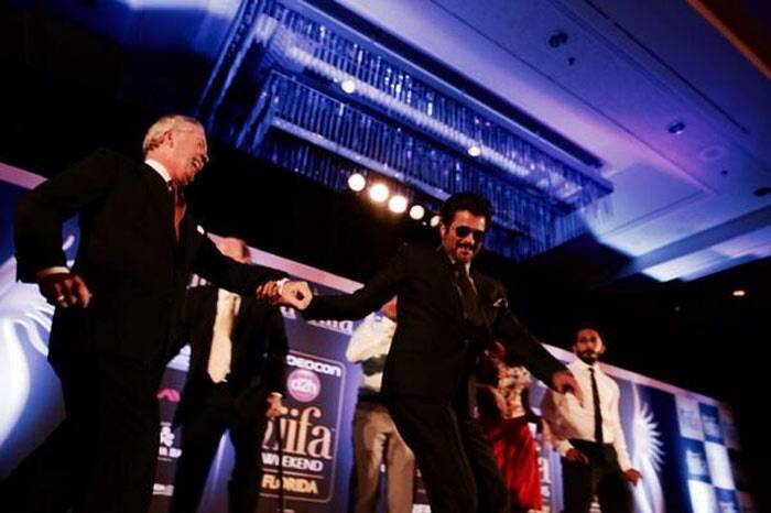 Always a good sport, Anil Kapoor did not shy away from showing off his dance moves on stage. (Photo: Twitter)