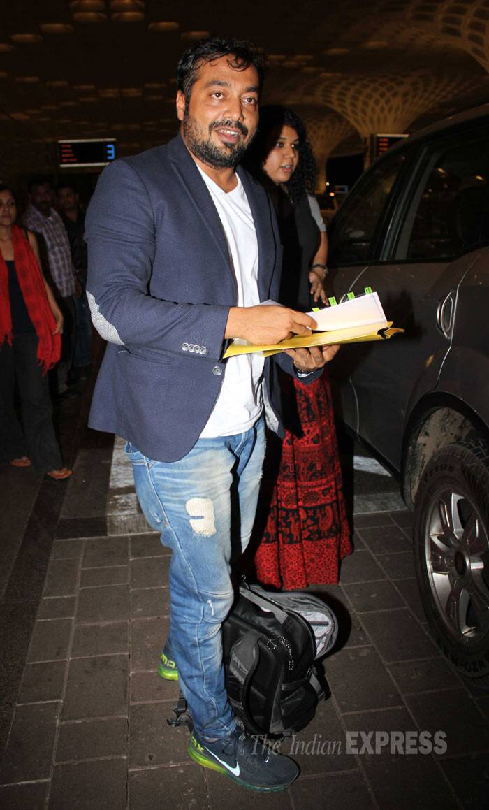 'Bombay Velvet' director Anurag Kashyap wore a blazer and denims for the journey. (Photo: Varinder Singh)