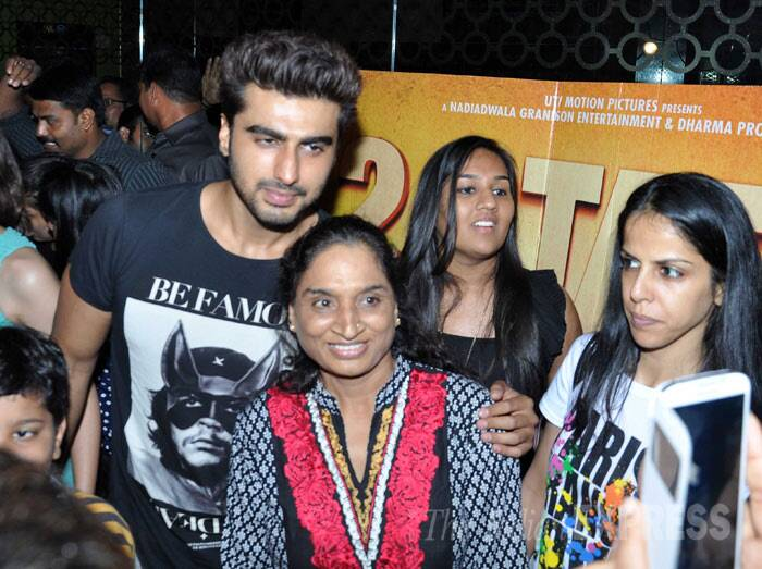 Arjun's quite popular among his female fans - seen here posing with a few of them. (Photo: Varinder Chawla)