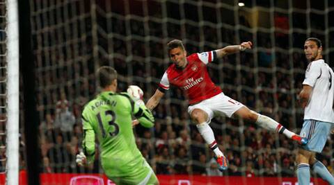 Arsenal's Olivier Giroud (C) scores the second past West ham goalkeeper Adrian. (Reuters)
