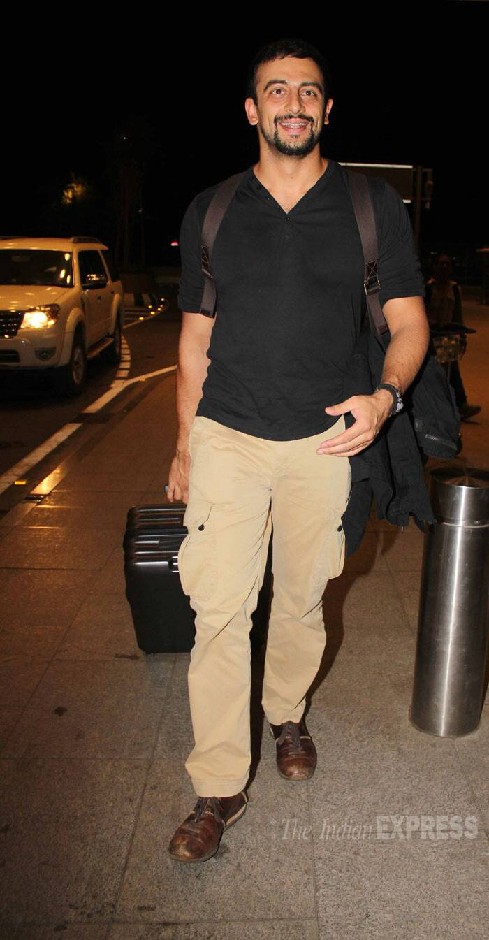 Arunoday Singh who was seen in 'Main Tera Hero' wore a black tee shirt and chinos. (Photo: Varinder Chawla)