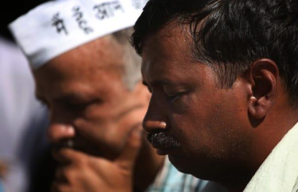 After being slapped, Kejriwal visits Rajghat