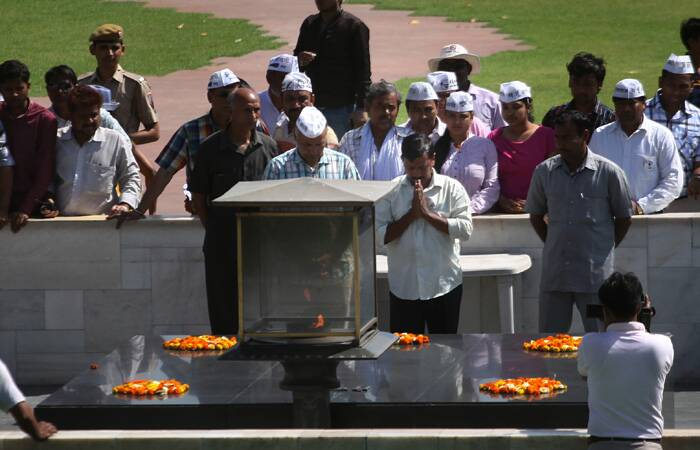 After being slapped, Kejriwal visits Rajghat