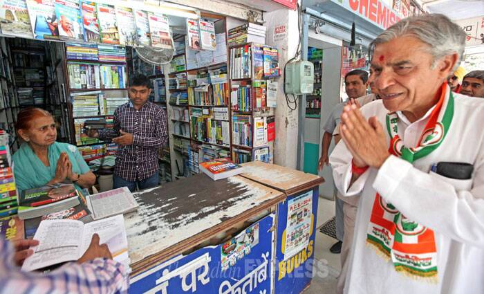 Congress candidate Pawan Kumar Bansal meets shopkeepers in Chandigarh while campaigning on Monday. (IE Photo: Sumit Malhotra)