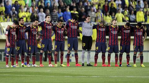 Barcelona's players observe a minute of silence for their former coach Tito Vilanova, who died on Friday, before their Spanish La Liga match against Villarreal. (Reuters)