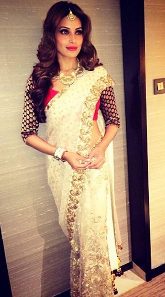 Bipasha Basu looked slender in a sari by Vikram Phadnis as she posed backstage for the cameras. (Photo: Instagram)