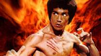 Bruce Lee's fans can now buy his clothes and other personal items when they go under the hammer.