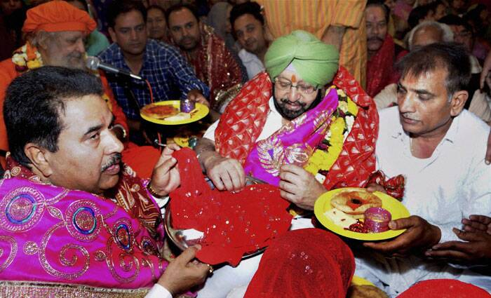 Congress Candidate from Amritsar Capt. Amarinder Singh performs Kanjak Pujan during his visit to a Mandir on the occasion of Rama Navami in Amritsar on Tuesday. (PTI)