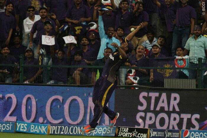 Sakib-al-Hasan of Kolkata jumps to take a catch on the square-leg boundary but was unsuccessful. (Photo: BCCI/IPL)