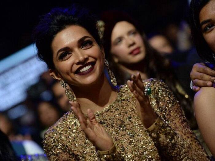 Bollywood beauty Deepika Padukone looked absolutely gorgeous at the 15th edition of the Indian International Film Academy Awards (IIFA) in Tampa Bay, Florida. (Photo: Twitter)