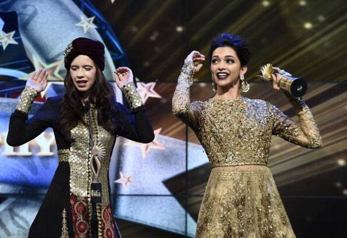 Seen here, Deepika shares the stage with her Yeh Jawaani Hai Deewani co-star Kalki Koechlin. (Photo: Twitter)