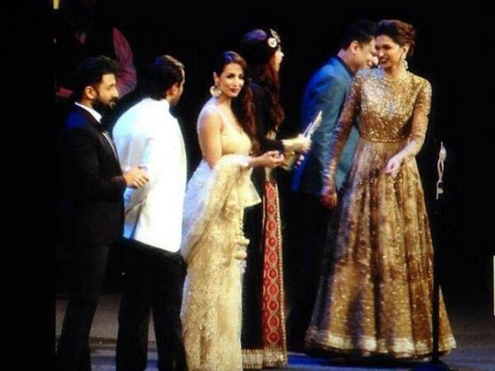 Deepika is all smiles on stage along with Kalki, Malaika Arora Khan and Vir Das at the IIFA Magic of the Movies night. (Photo: Twitter)