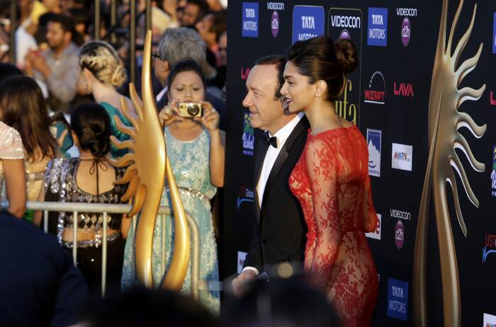 Deepika Padukone poses with Kevin Spacey as the fans click away. (AP)
