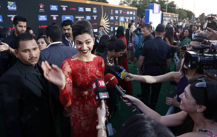 Deepika was mobbed by fans and paparazzi at the green carpet. (AP)