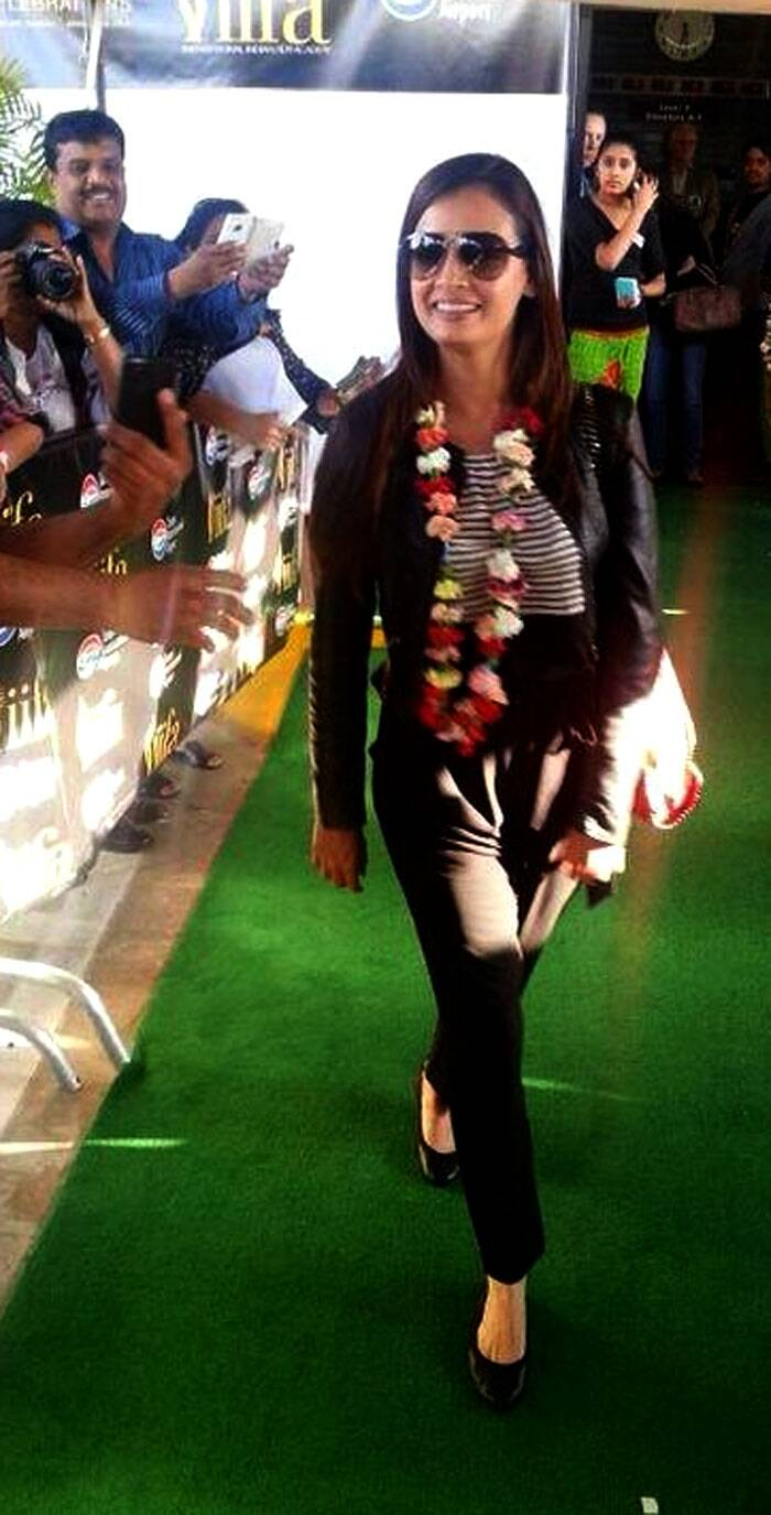 A garlanded Dia Mirza makes her arrival in Florida. (Twitter)