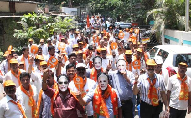Shiv Sena Candidate Rajan Vichare campaigning for the Lok Sabha election in Thane on Tuesday