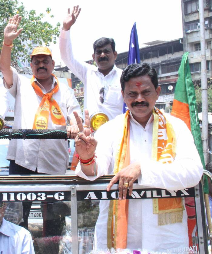 Shiv Sena Candidate Rajan Vichare campaigning for the Lok Sabha election at Thane on Tuesday. Deepak Joshi