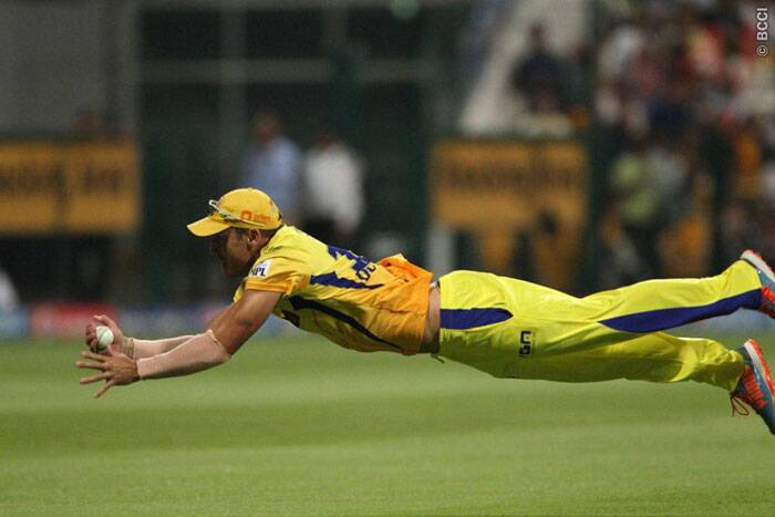 Chennai Super Kings' Faf du Plessis dives to take a stunning catch of Daredevils batsman Manoj Tiwary. (BCCI/IPL)