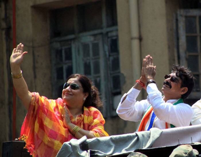 MNS candidate Bala Nandagaonkar with his wife on the last day of the election campaign road show at Parel on Tuesday.  Express Photo by Ganesh Shirsekar.