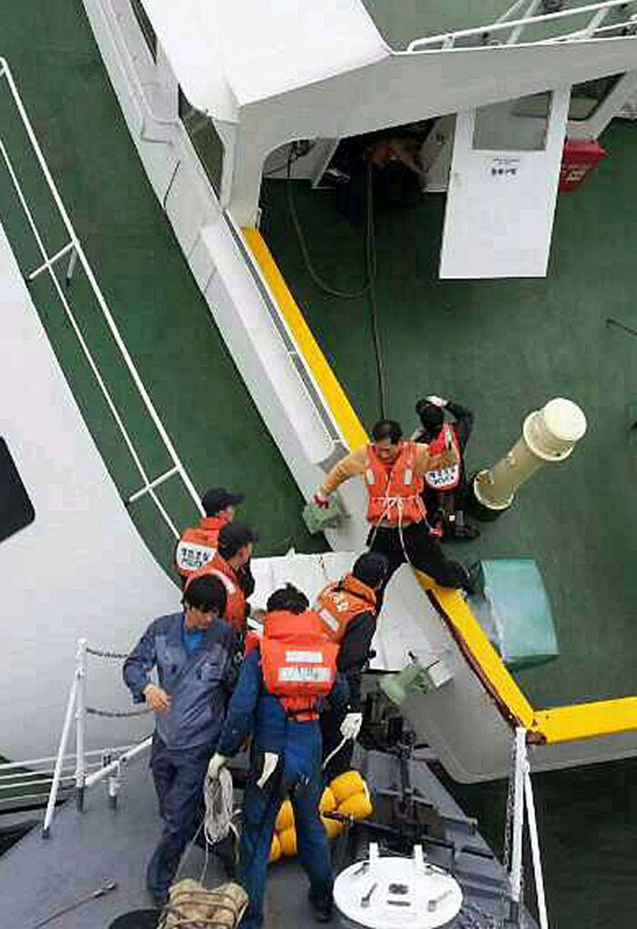 South Korea ferry sinking: Families fear the worst as search continues