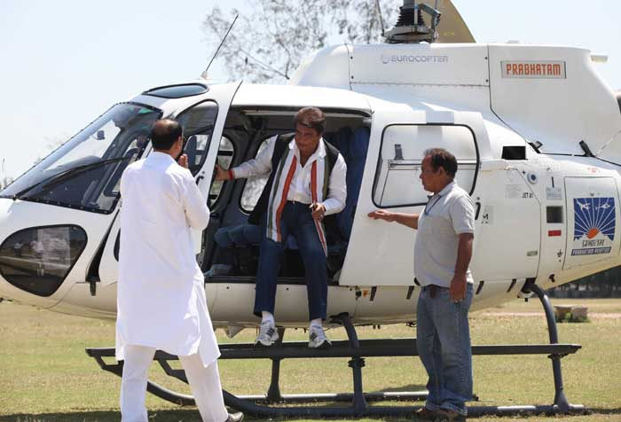 Actor-turned-politician Raj Babbar arrives on helicopter to campaign in a road show to support Congress candidate Ravneet Bittu in Ludhiana on Thursday. (IE Photo: Gurmeet Singh)