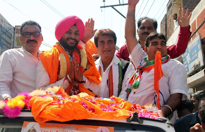 Raj Babbar supporting Ravneet Bittu in a road show in Ludhiana on Thursday. (IE Photo: Gurmeet Singh)