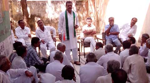 Congress Lok Sabha candidate from Amreli constituency in Gujarat, Virji Thummar addressing a gathering of villagers at Devgam village. (IE)