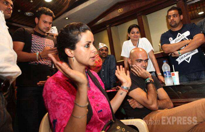 Gul Panag is pitted against Congress candidate Pawan Kumar Bansal and BJP nominee Kirron Kher in a multi-cornered contest from Chandigarh Lok Sabha seat.  <br /> Producer Raghu Ram with Gul Panag during a press conference in Chandigarh on Monday. (IE Photo: Jaipal Singh)