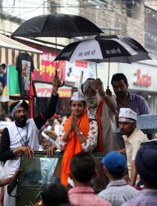 Candidates continue to campaign for the ongoing Lok Sabha elections