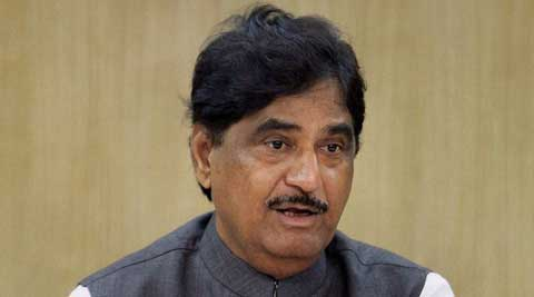 Gopinath Munde said that the Raj Thackeray-led Maharashtra Navnirman Sena (MNS) should not seek votes using name of Modi and thus mislead people in Maharashtra.