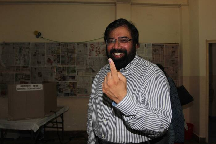 Chairman of RPG Enterprises Harsh Goenka cast his vote  on Thursday. (IE Photo)