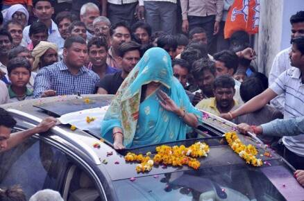 Elections 2014: Candidates hit the road as poll campaign heats up