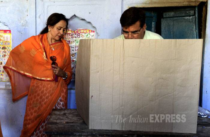 Hema Malini checks the EVM machine with a BJP worker in Mathura. (IE Photo: Ravi Kanojia)