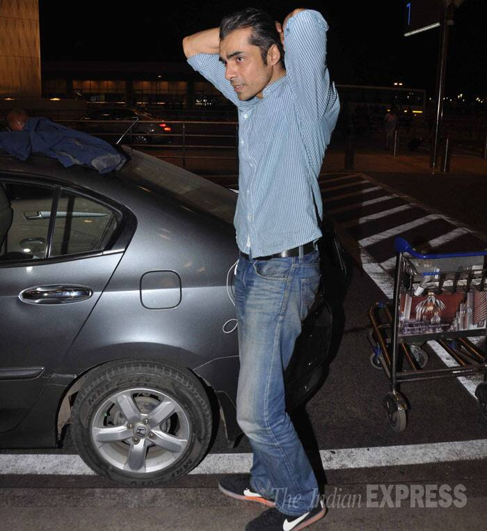 'Highway' director Imtiaz Ali was also snapped at the airport. (Photo: Varinder Chawla)