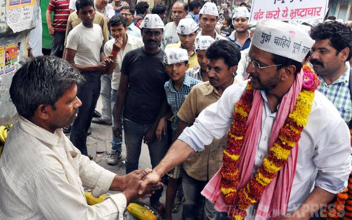 AAP candidate Jaaved Jaffrey campaigns in Lucknow for the ongoing Lok Sabha elections on Friday. (IE Photo: Vishal Srivastav)