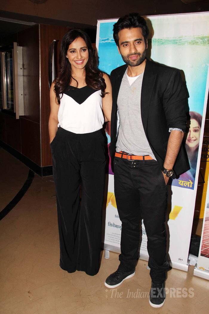 'Youngistaan' couple, Jackky Bhagnani and Neha Sharma pose together for the shutterbugs. (Photo: Varinder Chawla)