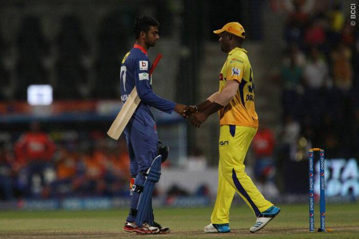 Delhi Daredevils' Jaydev Unadkat shakes hands with Dwayne Smith of the Chennai Super Kings  after the match. (BCCI/IPL)