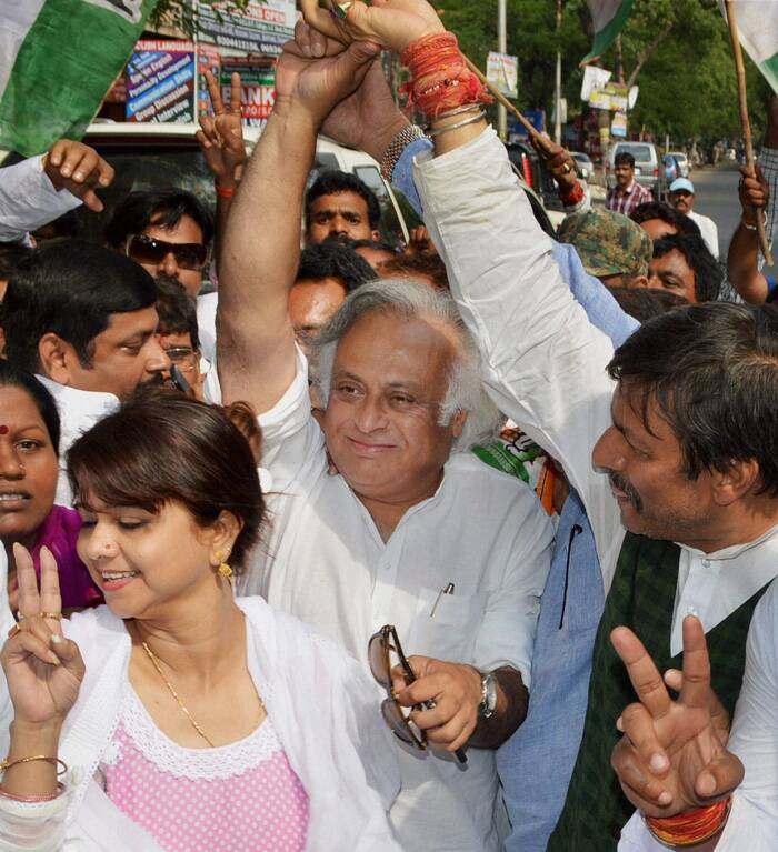 Union Minister and senior Congress leader Jairam Ramesh with other party leaders at an election rally in Dhanbad. (PTI)