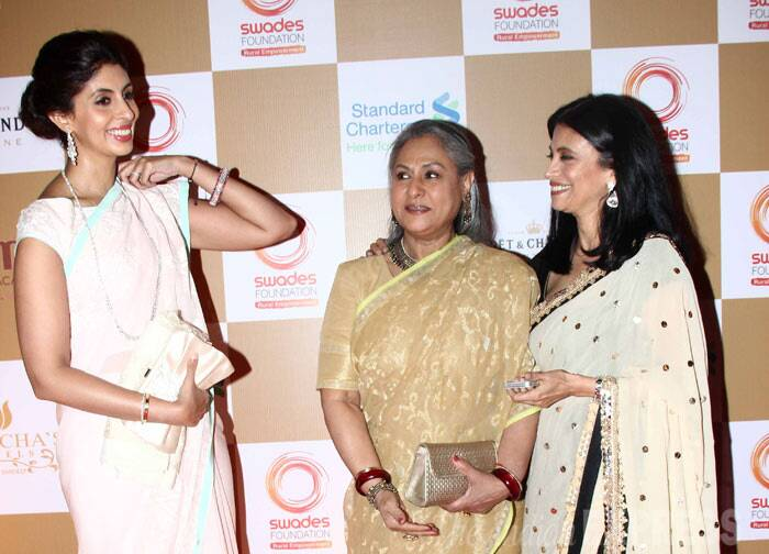 The ladies chitchat and exchange pleasantries. Abhsihek Bachchan and wife Aishwarya gave the event a miss. (Photo: Varinder Chawla)