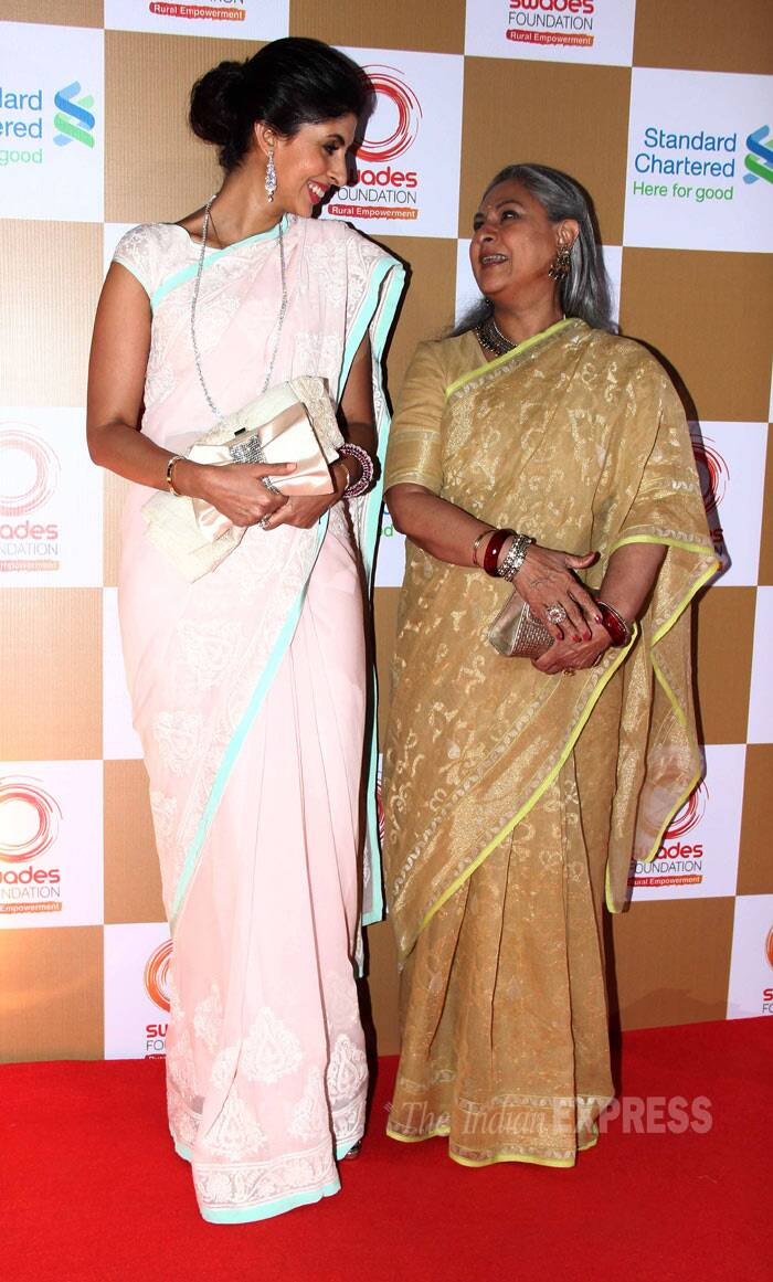 Shweta looked lovely in a pale pink Abu Sandeep sari while her mother Jaya was elegant in a gold coloured one. <br /><br /> Mother and daughter share a light moment. (Photo: Varinder Chawla)