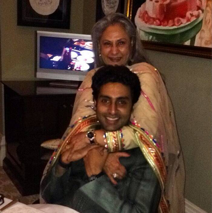Bollywood actress Jaya Bachchan celebrated her 66th birthday on April 9 with a cozy dinner with family members. The entire Bachchan and Nanda  family - son Abhishek, daughter-in-law Aishwarya, daughter Shweta, son-in-law Nikhil Nanda and grandchildren Aaradhya, Navya Naveli and Agastya- hosted a dinner for Jaya. <br />Abhishek Bachchan posted a picture from the dinner party on Instagram.