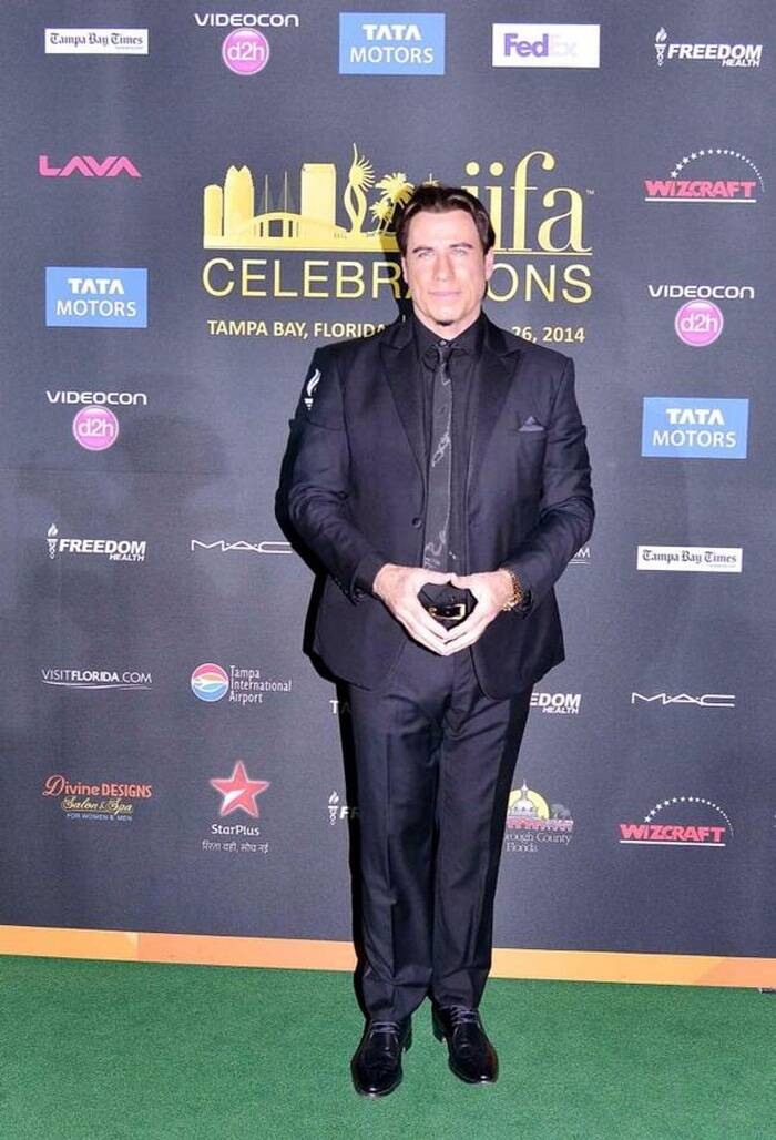 John Trovolta was dapper in a black suit. (Photo: Twitter)